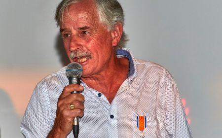 HVCH voorzitter Chris Ploegmakers ontvangt een lintje