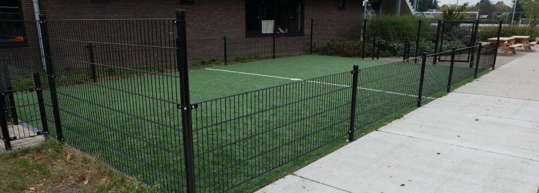 Vrijwilligers verfraaien sportpark